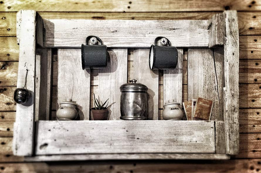 Risultati immagini per arredamento in stile rustico con il riciclo