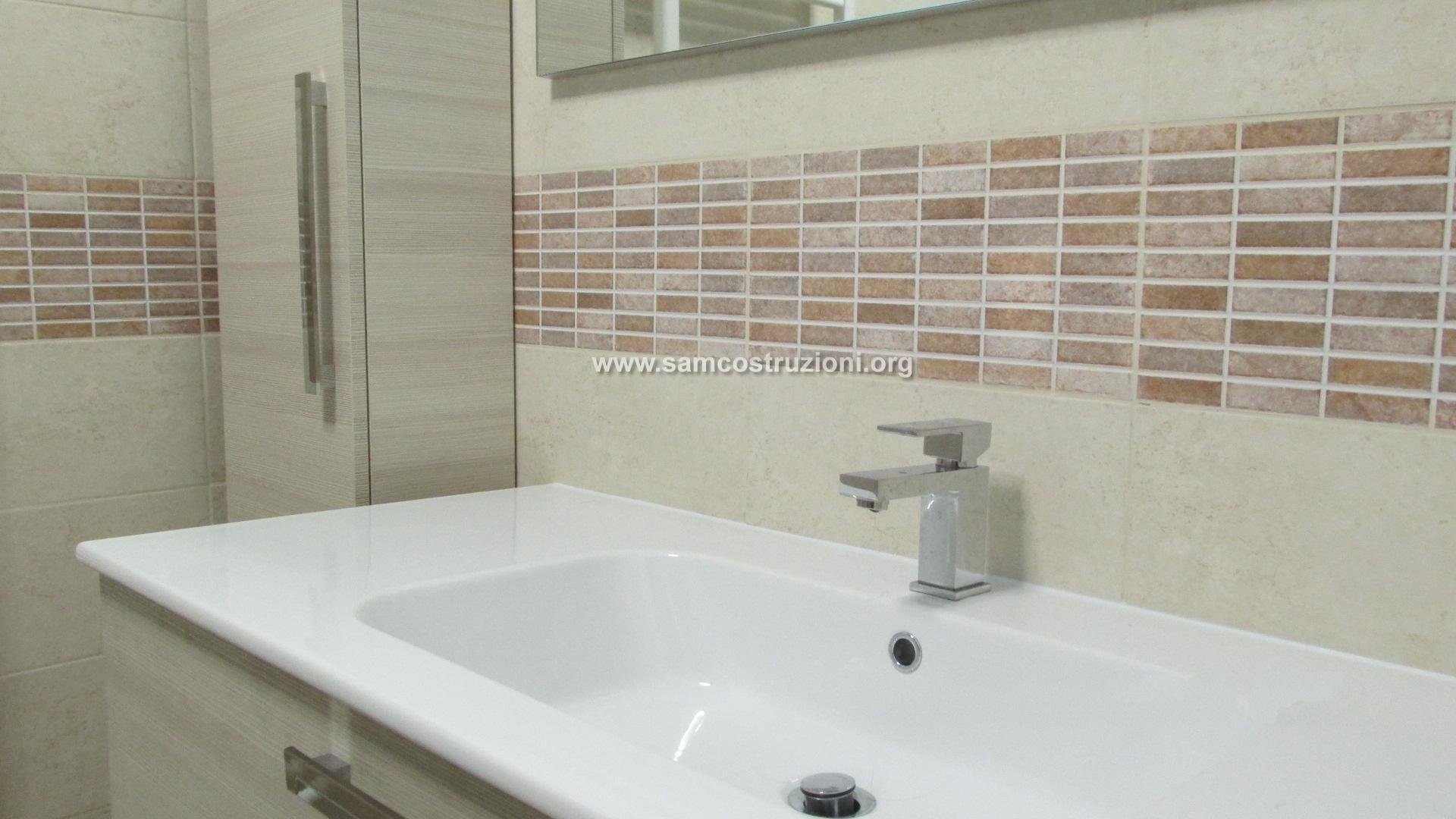 Come ristrutturare un bagno piccolo prontopro - Immagini piastrelle bagno ...