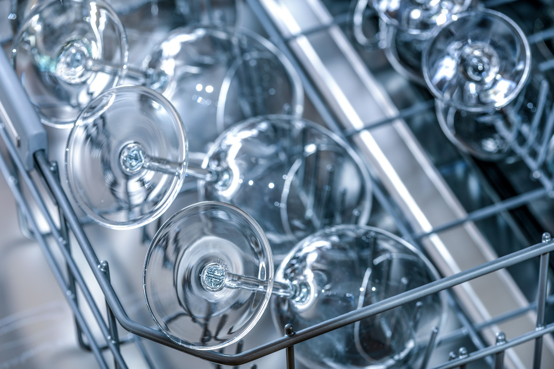 Alcuni consigli pratici su come pulire la lavastoviglie