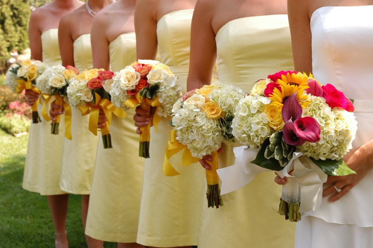 Damigelle con fiori matrimonio