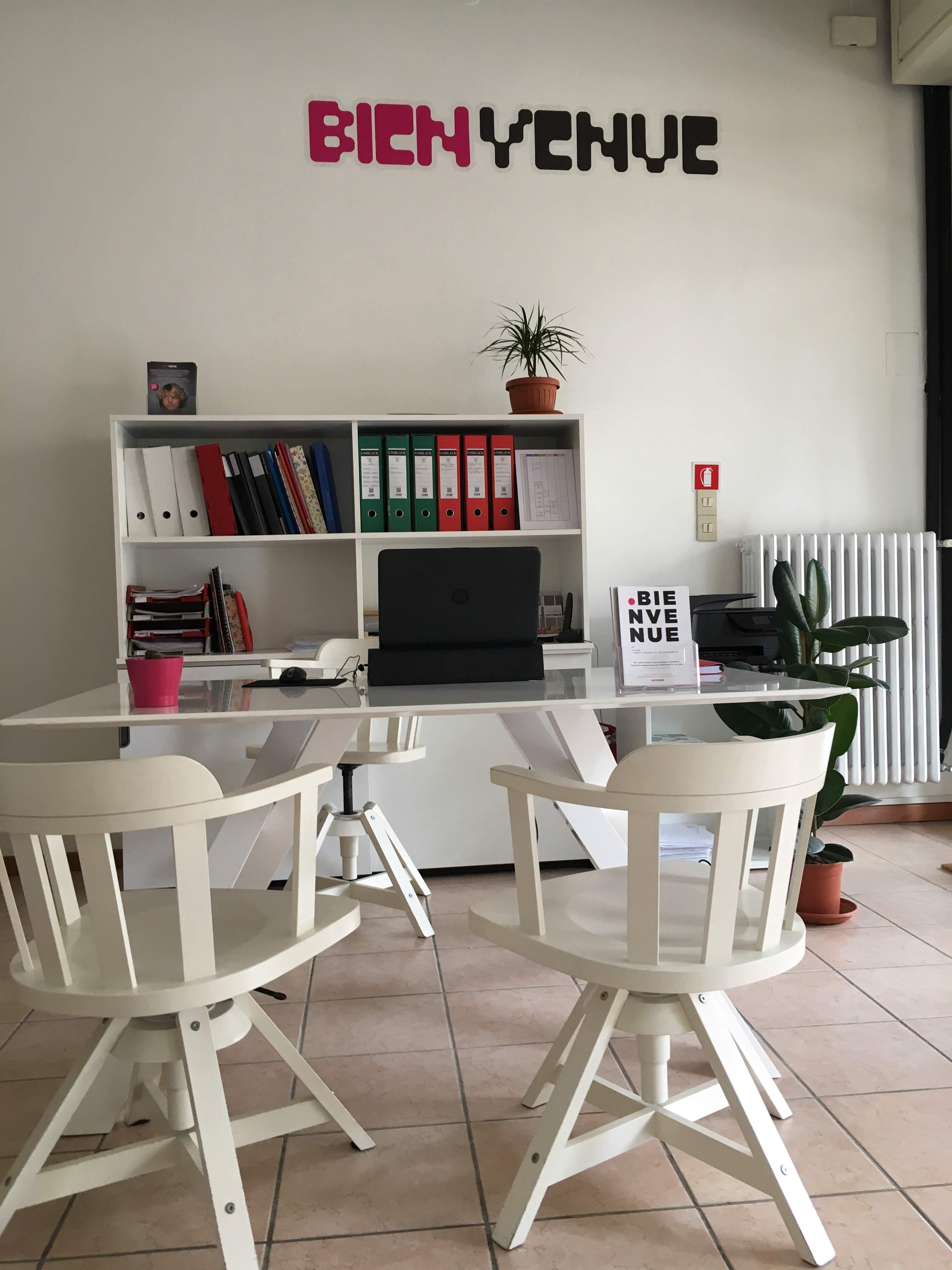 Caffè delle lingue, centro linguistico